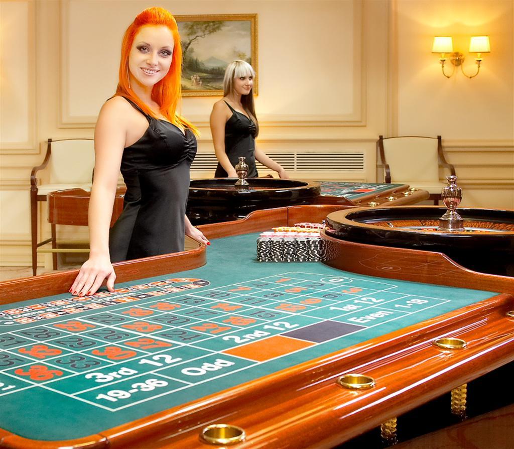 сколько зарабатывает крупье в казино